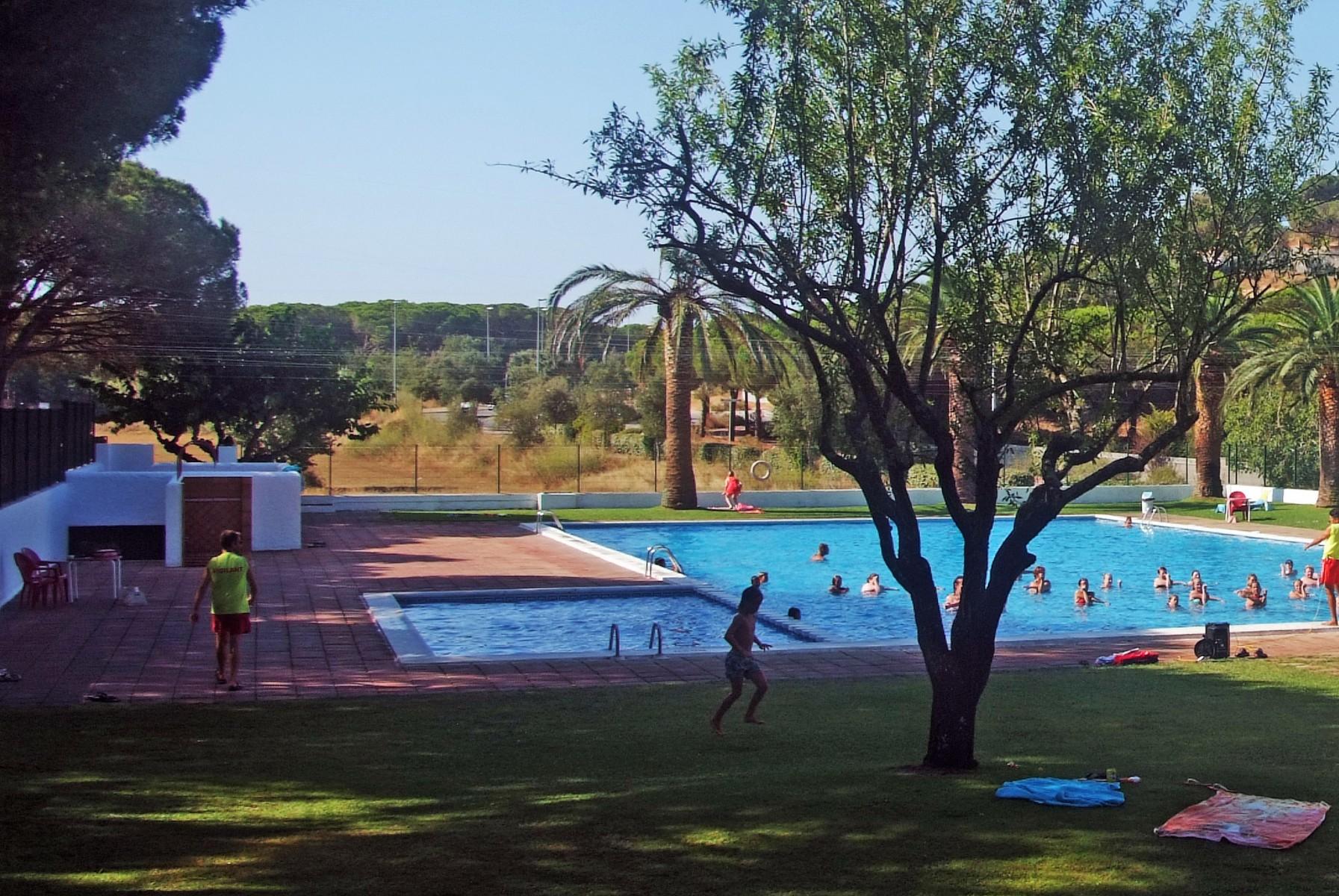 Piscina bambini camping caravaning internacional palam s - Camping piscina climatizada catalunya ...
